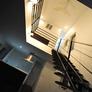 埼玉県朝霞市のリビング中心部に吹き抜けのあるモダン住宅